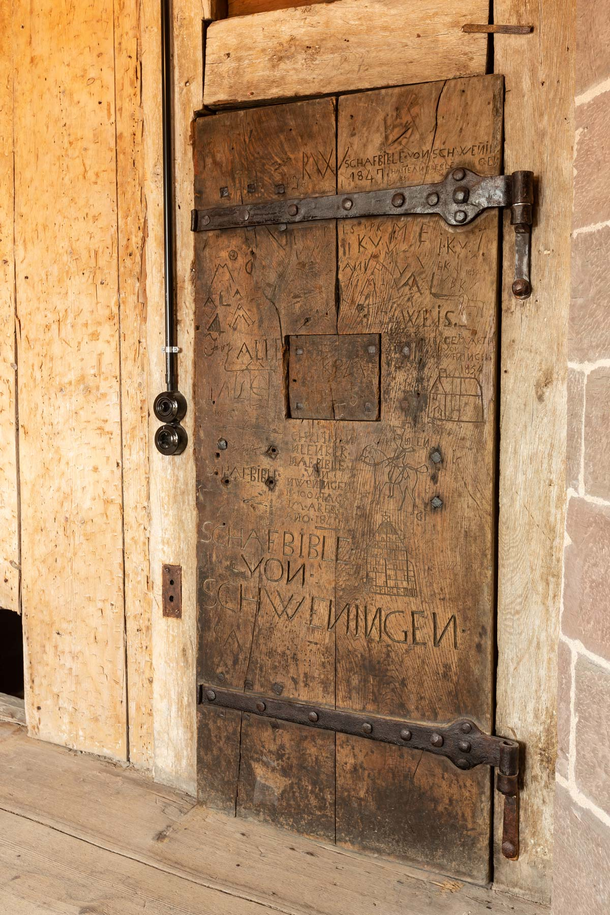Tür zur Gefängniszelle im Schwarzen Tor