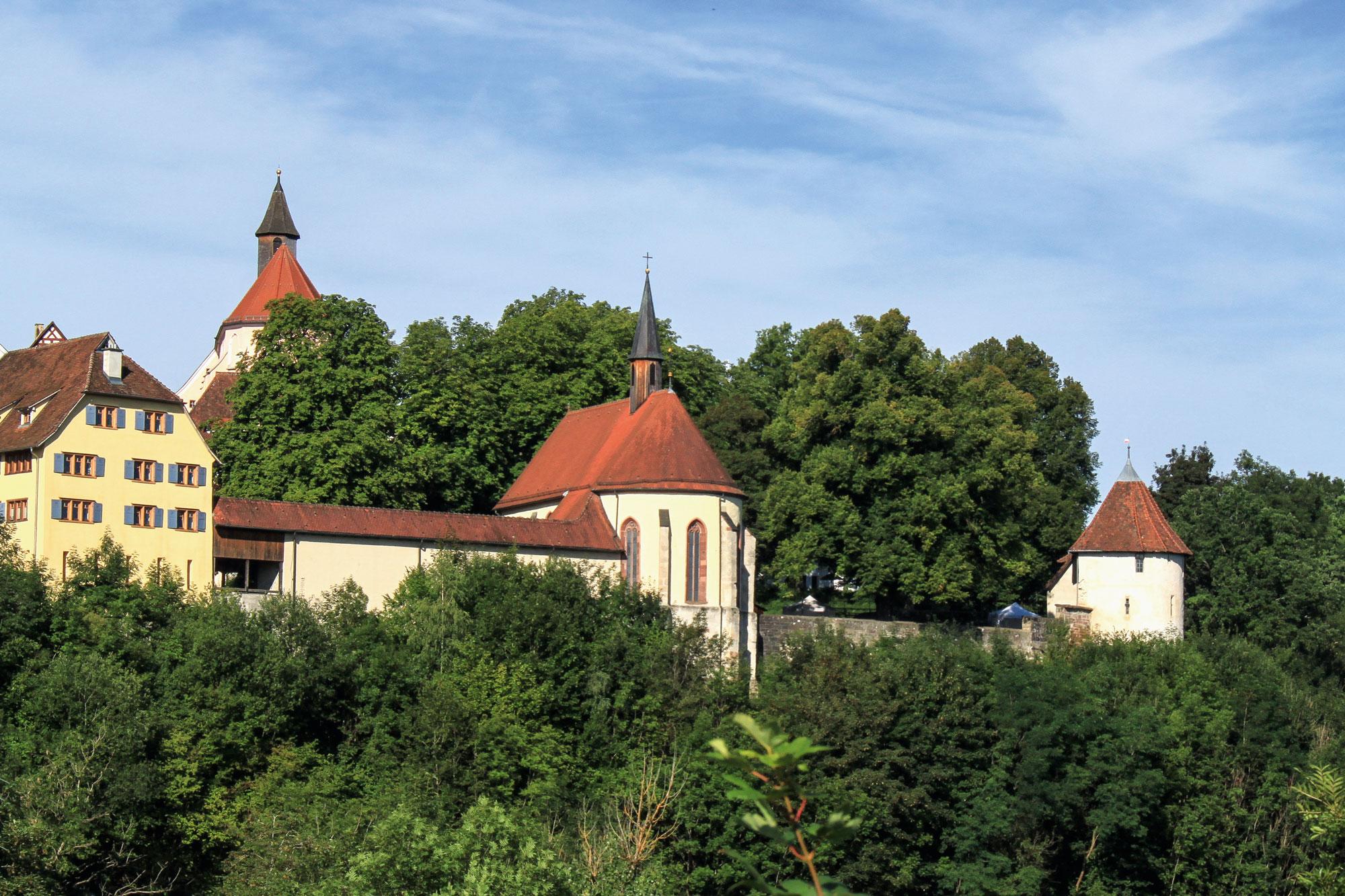 Blick auf die Lorenzkapelle und den Pulverturm