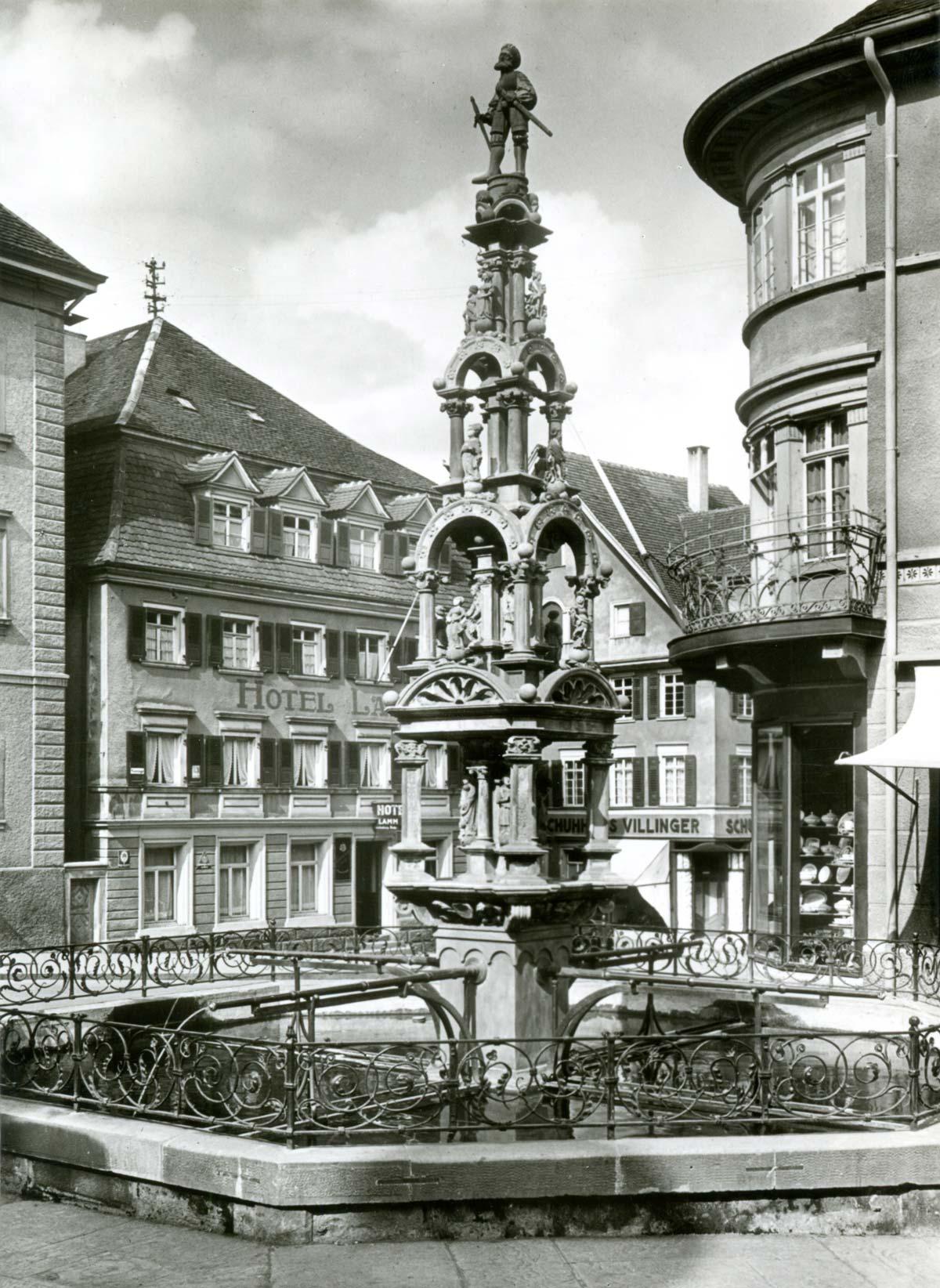 Der Marktbrunnen um 1950